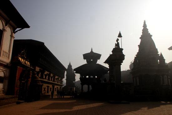 ネパールを歩く6 バクタブルの王宮広場_e0048413_20464299.jpg