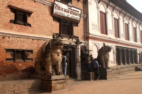 ネパールを歩く6 バクタブルの王宮広場_e0048413_20465836.jpg