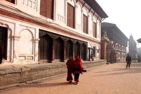 ネパールを歩く6 バクタブルの王宮広場_e0048413_204798.jpg