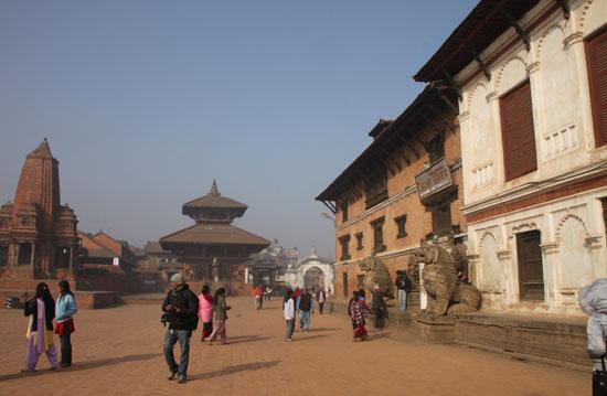 ネパールを歩く6 バクタブルの王宮広場_e0048413_20523381.jpg
