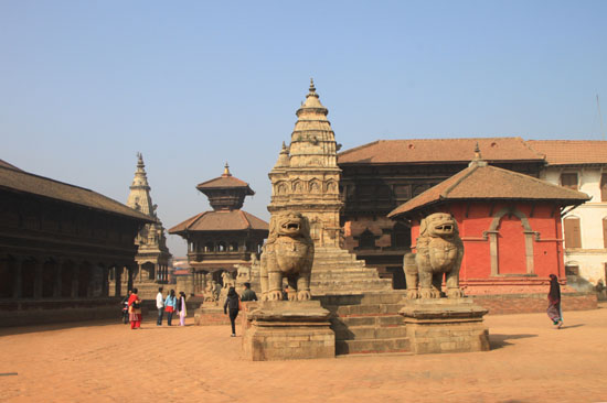 ネパールを歩く6 バクタブルの王宮広場_e0048413_20524484.jpg
