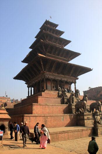 ネパールを歩く 7 バクタブル トウマディー広場_e0048413_2142389.jpg
