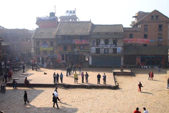 ネパールを歩く 7 バクタブル トウマディー広場_e0048413_21425352.jpg