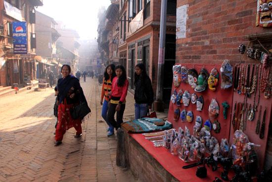 ネパールを歩く 7 バクタブル トウマディー広場_e0048413_2142671.jpg
