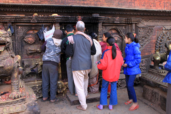ネパールを歩く 7 バクタブル トウマディー広場_e0048413_2143169.jpg