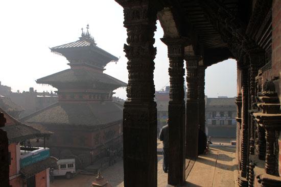 ネパールを歩く 7 バクタブル トウマディー広場_e0048413_2143452.jpg