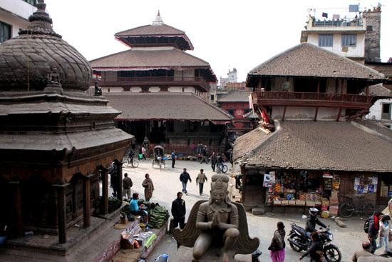 ネパールを歩く 12 カトマンドウ ダルバール広場_e0048413_23352366.jpg