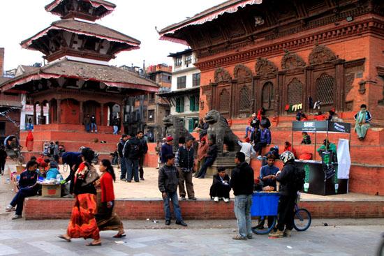 ネパールを歩く 12 カトマンドウ ダルバール広場_e0048413_23374045.jpg