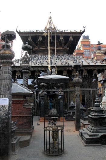 ネパールを歩く 15セト・マチェンドラナード寺院_e0048413_2058582.jpg