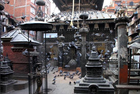 ネパールを歩く 15セト・マチェンドラナード寺院_e0048413_20592829.jpg