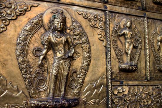 ネパールを歩く 15セト・マチェンドラナード寺院_e0048413_20594344.jpg