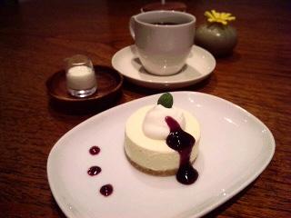 雪と桜とカフェ_a0103940_20384753.jpg