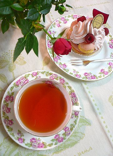 雨水。。。冬から春へ。。。 LADUREE ラデュレとdaikanyamamariaの薔薇のお紅茶のティータイム☆.。†_a0053662_19335914.jpg
