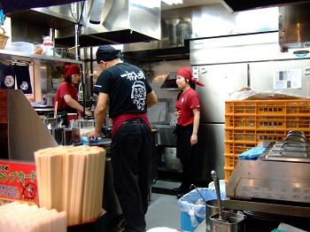 /// 今日のおめざは池袋西口・だるまのめの「味玉黒だるまらあ麺」です ///_f0112434_13442791.jpg