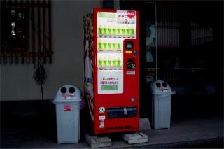 おみくじ付き飲料自動販売機 1_a0003909_23385966.jpg