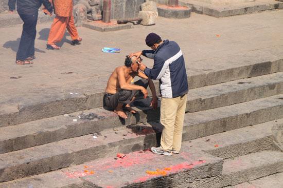 ネパールを歩く 17 パシュパティナート_e0048413_2125632.jpg