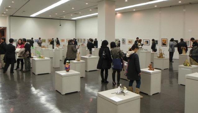 埼玉県立美術館で小・中学生の美術展 (作者の言葉。先生の言葉つきで展示)_b0068572_6453616.jpg
