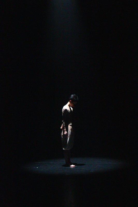 荒枝志津『シンドウトオン』@横浜ダンスコレクションR2010_c0000587_123254.jpg