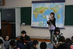 巻南小学校にて「ファーストフードから見える異文化」WSを実施しました_c0167632_1641389.jpg