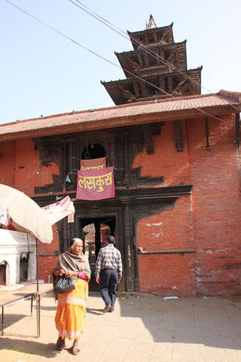 ネパールを歩く 21 パタン クンベシュワール寺院_e0048413_21345621.jpg