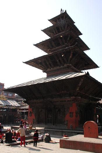ネパールを歩く 21 パタン クンベシュワール寺院_e0048413_21351928.jpg