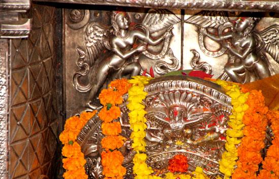 ネパールを歩く 21 パタン クンベシュワール寺院_e0048413_21364676.jpg