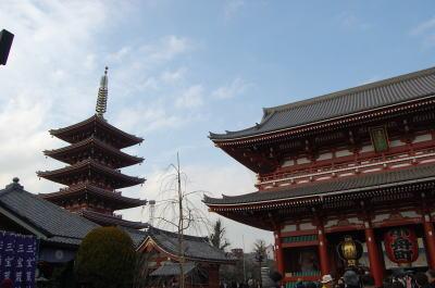 浅草寺宝蔵門と五重塔