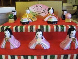 館内に飾られたひな人形達_e0120896_2012041.jpg