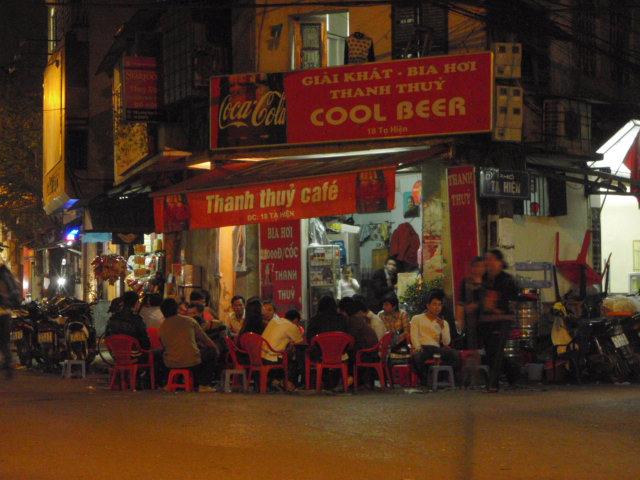 ハノイ名物&えっ?ミャンマーより安い生ビール! 世界一?_e0182138_2322986.jpg