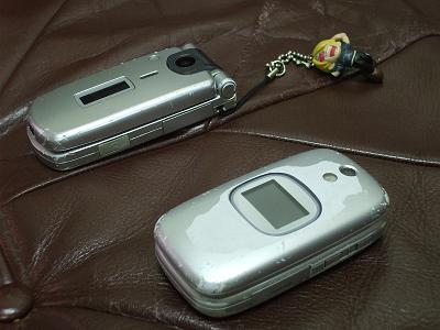 携帯 ボロくて、何が悪い!....._b0138552_22213552.jpg