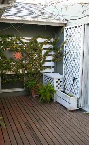 ◆植木箱にバラを植えかえる_e0154682_21402691.jpg