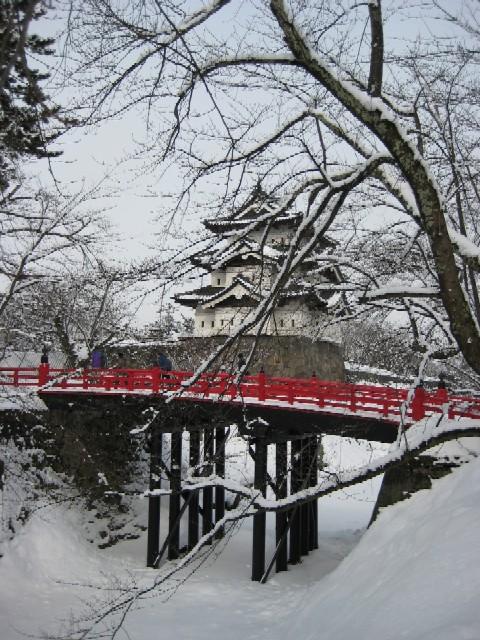 弘前城は、築城時は5層の天守でしたが、落雷で焼失。一国一城令のあとの天守... ◆ Mangia