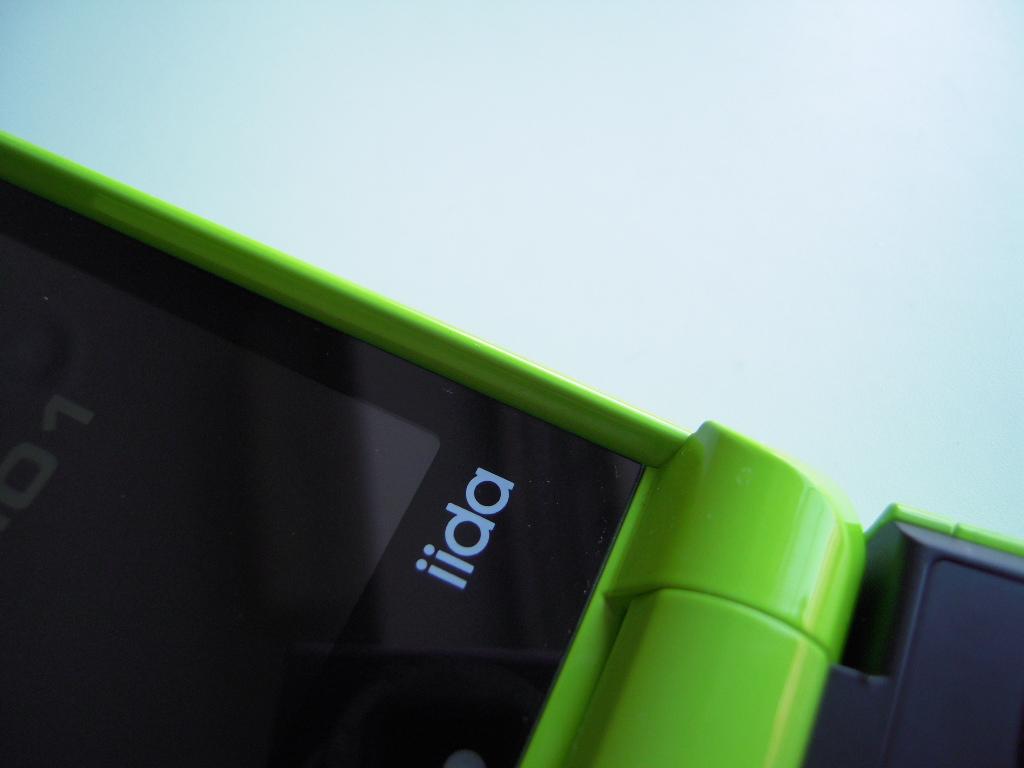 iida PRISMOID (au 携帯電話端末機)_e0146210_1793019.jpg