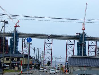 /// 余部鉄橋はほぼ繋がりました。2010年開通を目指して工事は進んでいます ///_f0112434_17514159.jpg