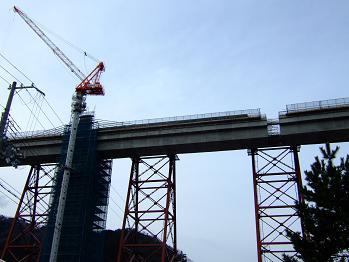 /// 余部鉄橋はほぼ繋がりました。2010年開通を目指して工事は進んでいます ///_f0112434_17521865.jpg