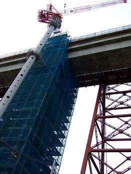 /// 余部鉄橋はほぼ繋がりました。2010年開通を目指して工事は進んでいます ///_f0112434_1754672.jpg