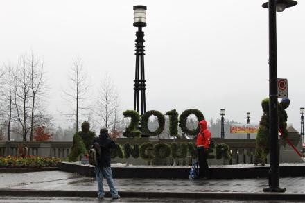 雨の中、オリンピック関連の写真撮影?_d0129786_8325722.jpg