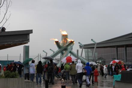 雨の中、オリンピック関連の写真撮影?_d0129786_836155.jpg