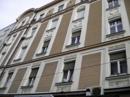 セルビア式窓用シャッター_b0017215_1503719.jpg