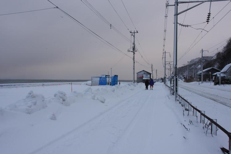 小樽  朝里駅~銭函駅の線路沿いを歩く_b0061717_1542192.jpg