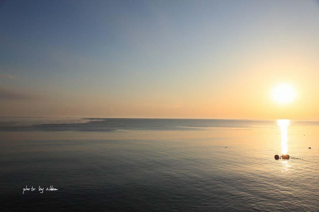 尾岱沼の朝陽と海のケアラシより~_a0039860_18335100.jpg