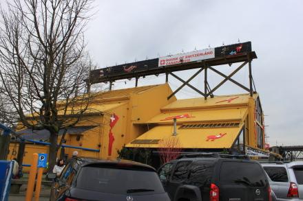 グランビルアイランド、オリンピックイベントのスイス館へ。_d0129786_182564.jpg