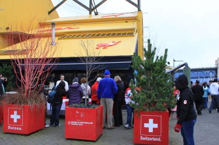 グランビルアイランド、オリンピックイベントのスイス館へ。_d0129786_18321471.jpg