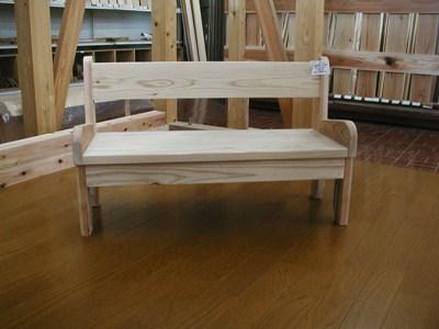 木製幼児用ベンチ_c0050900_1512810.jpg