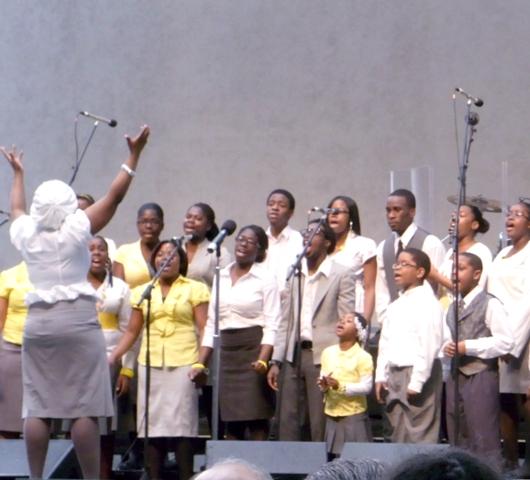ニューヨークのゴスペル聖歌隊大会 Pathmark Gospel Choir Competitions 2010_b0007805_2384123.jpg