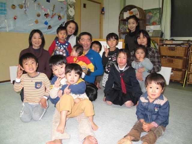 Holding children_c0157558_173131100.jpg