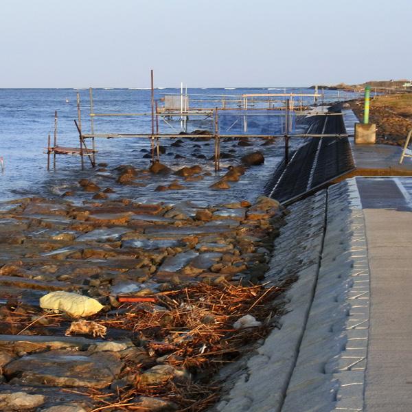 ちいさな津波 by CX2_c0049299_21512780.jpg