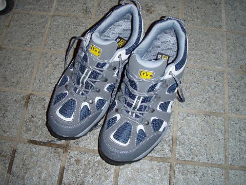 チャリ通用の新しい靴じゃ!_b0074601_2361251.jpg