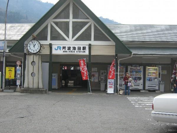 阿波池田駅(三好市池田町サラダ)_c0001670_21203255.jpg