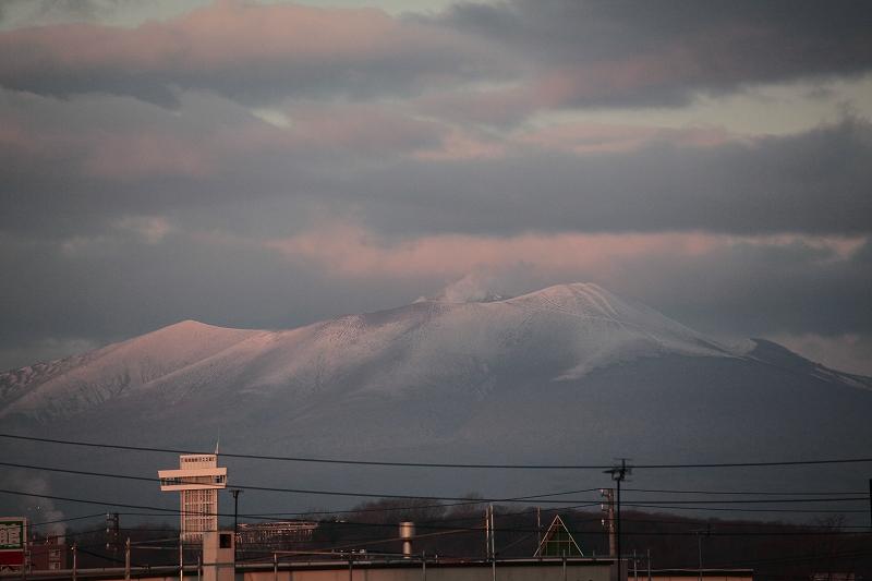 朝日のあたり始めた 樽前山_a0160581_7565848.jpg
